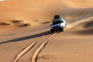 Auto nel deserto Rub Al khali