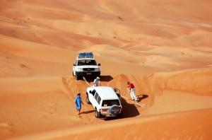 in fuoristrada sulle dune dell'Oman