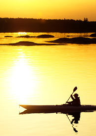 Kayak sotto il sole di mezzanotte, Norvegia del Nord