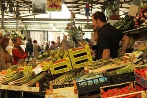 Credit Chiara Lista, banco frutta e verdura Modena