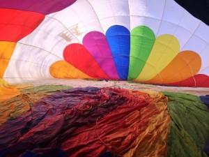 preparazione volo in mongolfiera