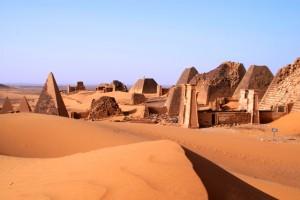 Piramidi Meroe, Sudan Viaggi Levi
